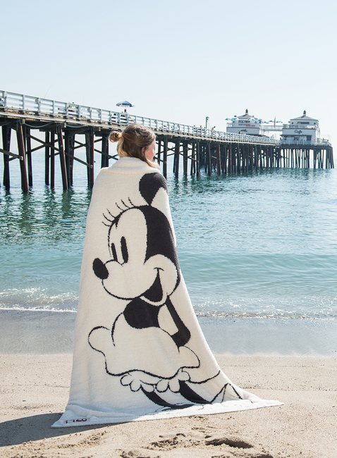 COZYCHIC® CLASSIC DISNEY MINNIE MOUSE BLANKET