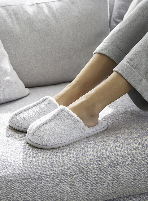 WOMEN\'S COZY SLIPPER