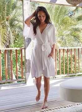 LUXE MILK JERSEY® SHORT ROBE